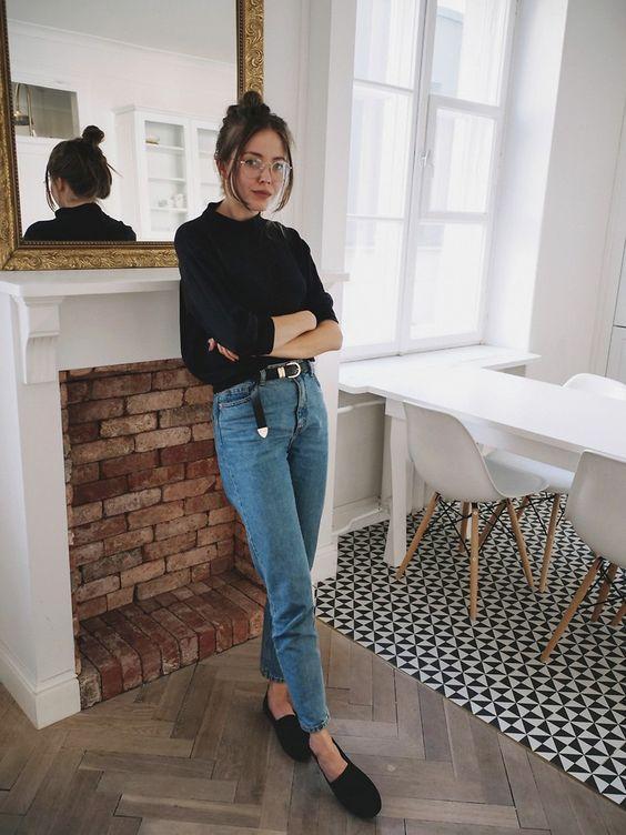 Ιδέες για ρούχα μέσα στο σπίτι για να είμαστε πάντα περιποιημένες: Jean παντελόνι και μαύρο πουλόβερ