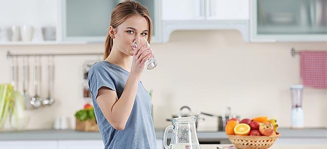 Έλεγξε το βάρος σου στην καραντίνα: Πίνε πολλά υγρά
