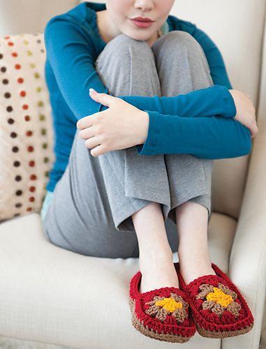 Ιδέες για γυναικείες παντόφλες: Κόκκινες πλεκτές παντόφλες με σχέδια