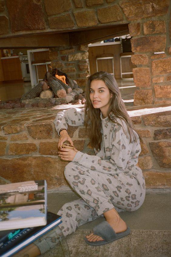Ιδέες για γυναικείες παντόφλες: Γκρι χειμωνιάτικες παντόφλες
