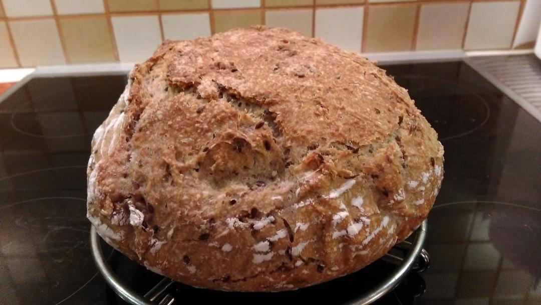 Ψωμί στη γάστρα με αλεύρι ολικής άλεσης.