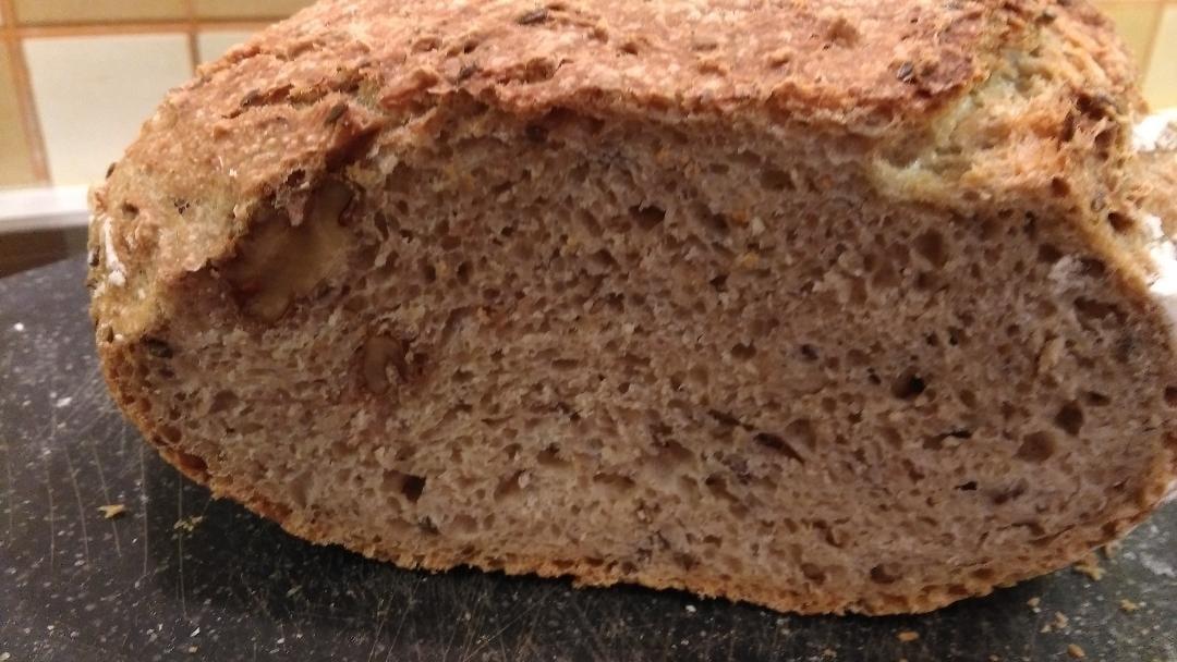 Ψωμί στη γάστρα με αλεύρι ολικής άλεσης χωρίς ζύμωμα βήμα βήμα