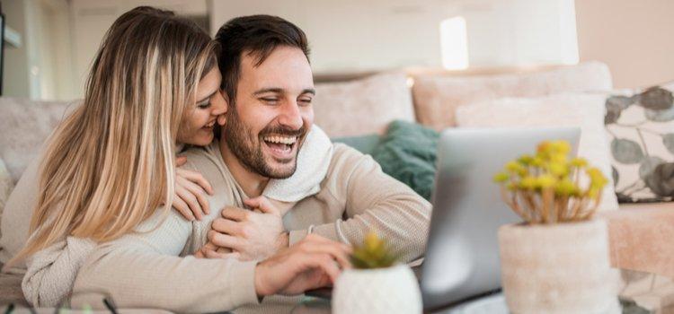 Συμβίωση με τον άντρα μου στην καραντίνα: Αναζωπυρώστε τις σχέσεις σας!