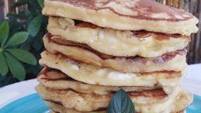 Αλμυρά πεντανόστιμα pancakes με τυρί φέτα για το πρωινό μας