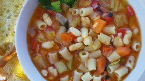 Χορταστινή & θρεπτική σούπα μινεστρόνε – Γεύσεις απ' την Ιταλία