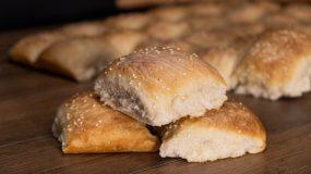 Εύκολα ψωμάκια ταψιού που δεν χρειάζονται ζύμωμα από το Live Kitchen