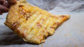 Μας τρέχουν τα σάλια – Πίτσα στη τοστιέρα που ΠΡΕΠΕΙ να δοκιμάσετε