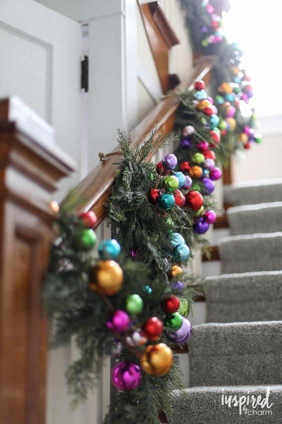 Χριστουγεννιάτικες γιρλάντες 2020 ιδέες: Χριστουγεννιάτικες γιρλάντες έλατου και χριστουγεννιάτικες μπάλες