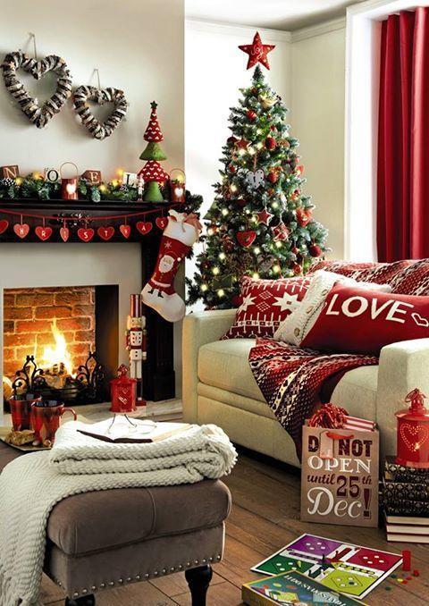 Κόκκινες χριστουγεννιάτικες γιρλάντες με γράμματα