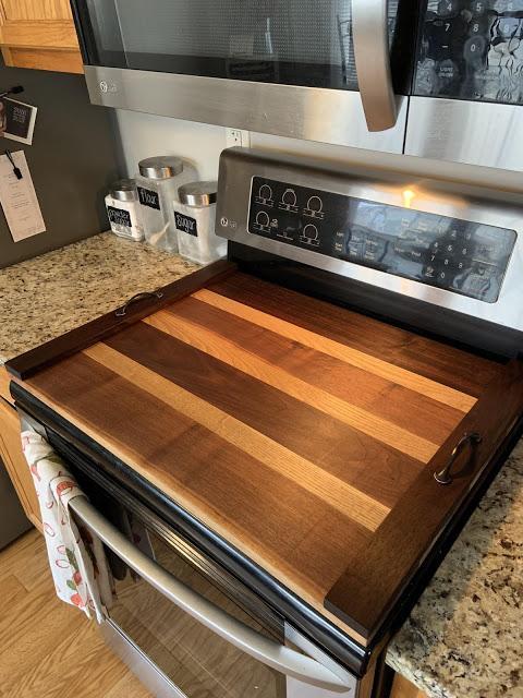 Ξύλινο κάλυμμα της κουζίνας σε καφέ αποχρώσεις