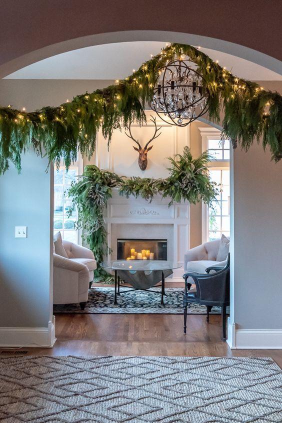 Χριστουγεννιάτικες γιρλάντες από κλαριά δέντρων φωτάκια led