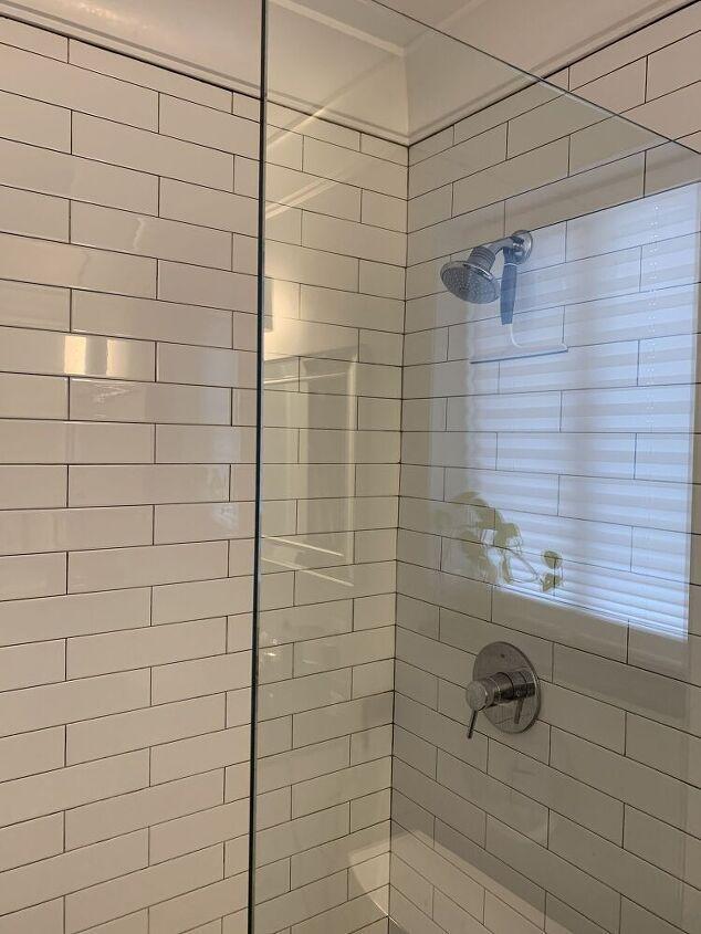 Πως να κρατήσετε τη γυάλινη ντουζιέρα σας καθαρό για εβδομάδες