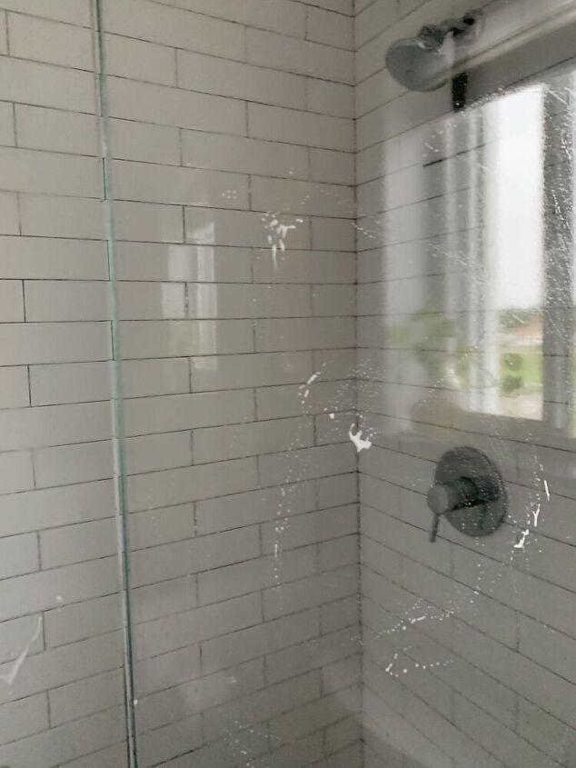 Πως να διατηρήσετε την γυάλινη ντουζιέρα καθαρή για εβδομάδες: Βήμα πρώτο: Χρησιμοποιήστε ένα σφουγγάρι και σαπούνι