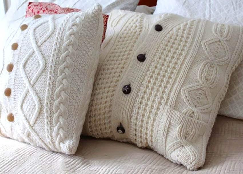 15 μοντέρνες ιδέες διακόσμησης με πλεχτά: Λευκά πλεκτά μαξιλάρια για τον καναπέ ή το κρεβάτι