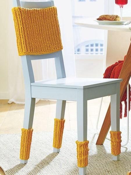 15 μοντέρνες ιδέες διακόσμησης με πλεχτά: Κίτρινα πλεκτά καλύμματα για τις καρέκλες του σαλονιού ή της κουζίνας