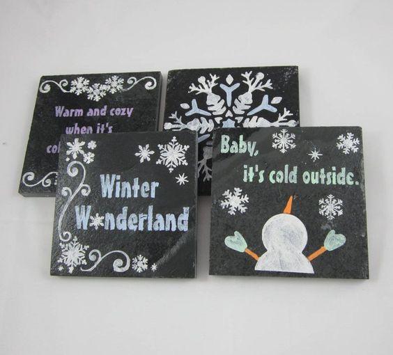 Ιδέες για χριστουγεννιάτικα χειροπιητα κεραμικά σουβέρ: Χριστουγεννιάτικα μαύρα κεραμικά σουβέρ με χιονάνθρωπους