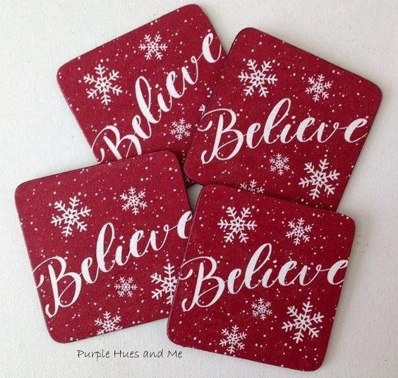 Ιδέες για χριστουγεννιάτικα χειροποιητα κεραμικά σουβέρ: Χριστουγεννιάτικα κόκκινα κεραμικά σουβέρ με χριστουγεννιάτικα σχέδια
