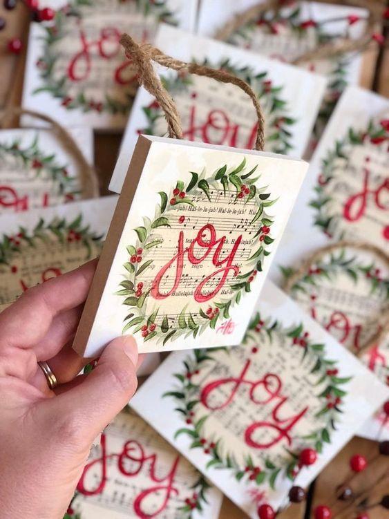Ιδέες για χριστουγεννιάτικα χειροποίητα κεραμικά σουβέρ: Χριστουγεννιάτικα λευκά κεραμικά σουβέρ με χριστουγεννιάτικα σχέδια
