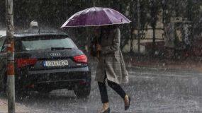 Καιρός: Έρχεται κακοκαιρία με αισθητή πτώση της θερμοκρασίας, καταιγίδες και θυελλώδεις ανέμους
