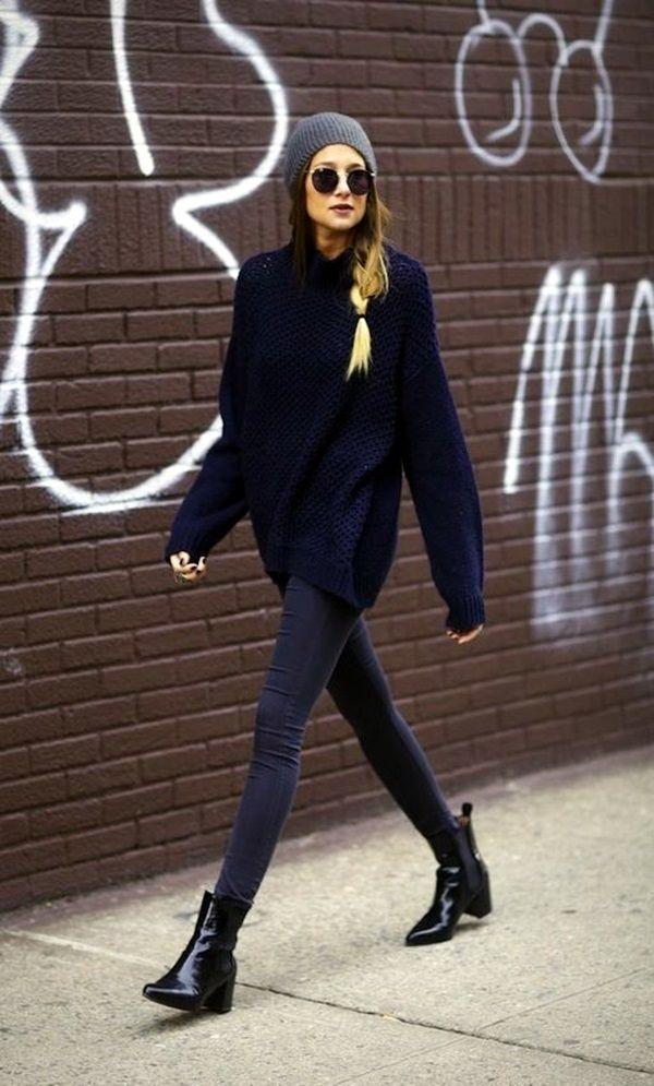 Μαύρο oversized πουλόβερ με γκρι παντελόνι, μαύρα μποτάκια και γκρι σκούφο