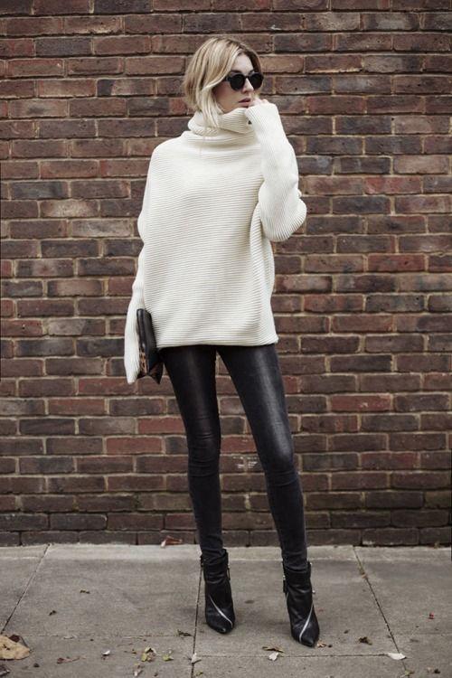 Λευκό oversized πουλόβερ με δερμάτινο κολάν