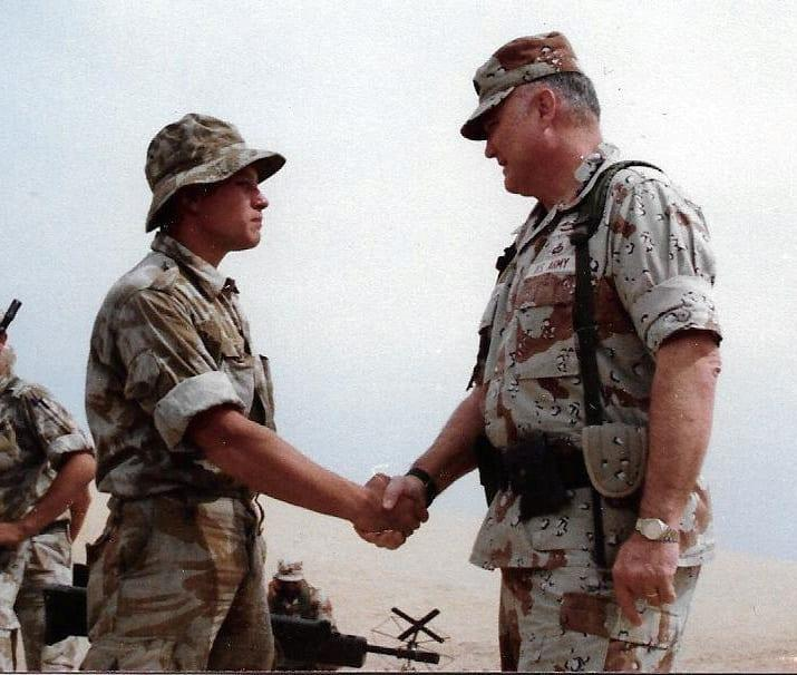 Andi Halliley: Ο στρατιωτικός με 30 χρόνια θητείας που πλέον ζει σαν γυναίκα