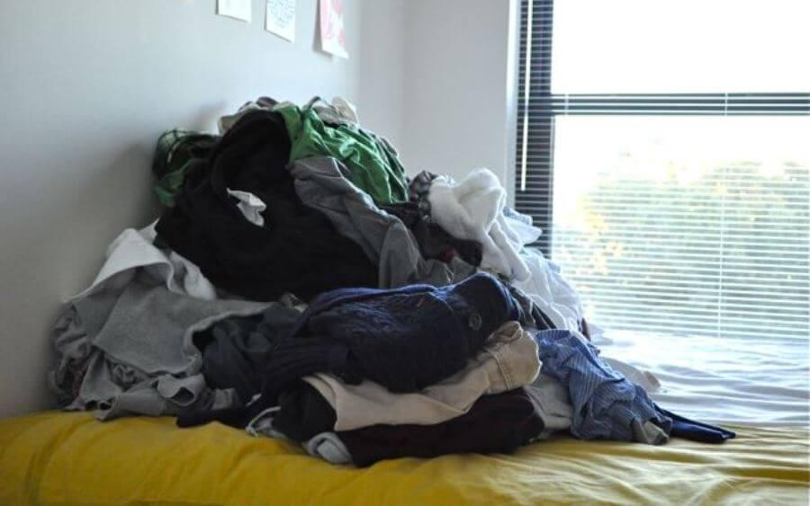 ρούχα στο κρεβάτι