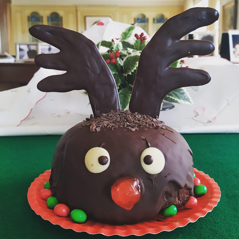 Χριστουγεννιάτικος κορμός σοκολάτας σε σχήμα Ρούντολφ