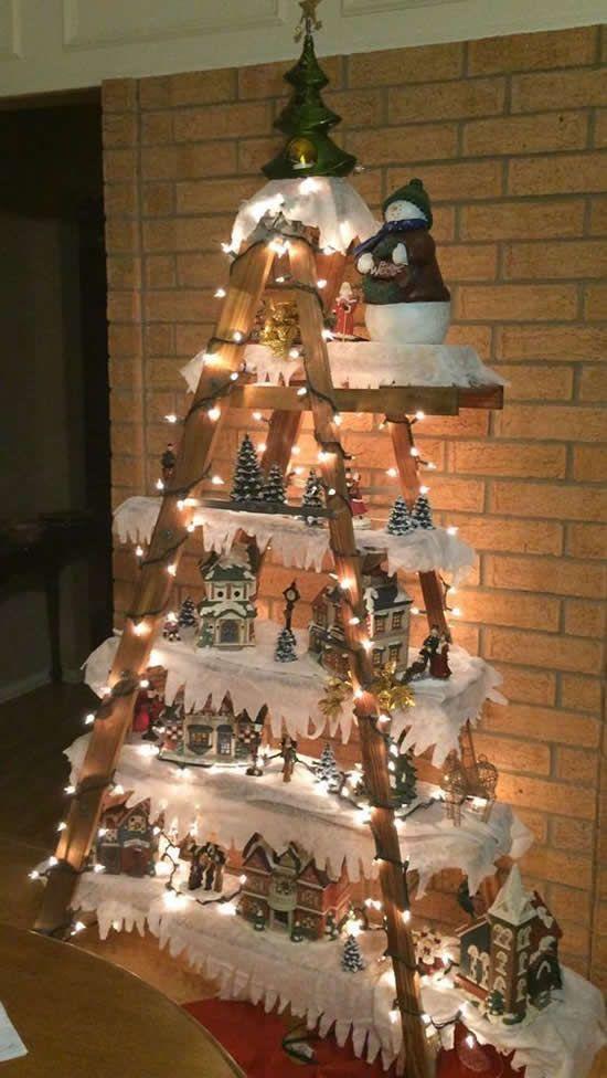 χριστουγεννιάτικη διακόσμηση: Σκάλα για το σπίτι στολισμένα με φωτάκια led και χριστουγεννιάτικα διακοσμητικά