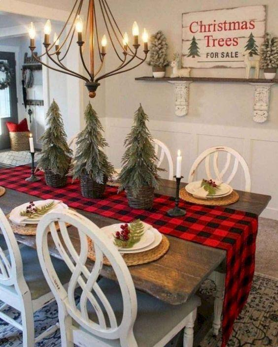 χριστουγεννιάτικη διακόσμηση: Δεντράκια στο χριστουγεννιάτικο τραπέζι