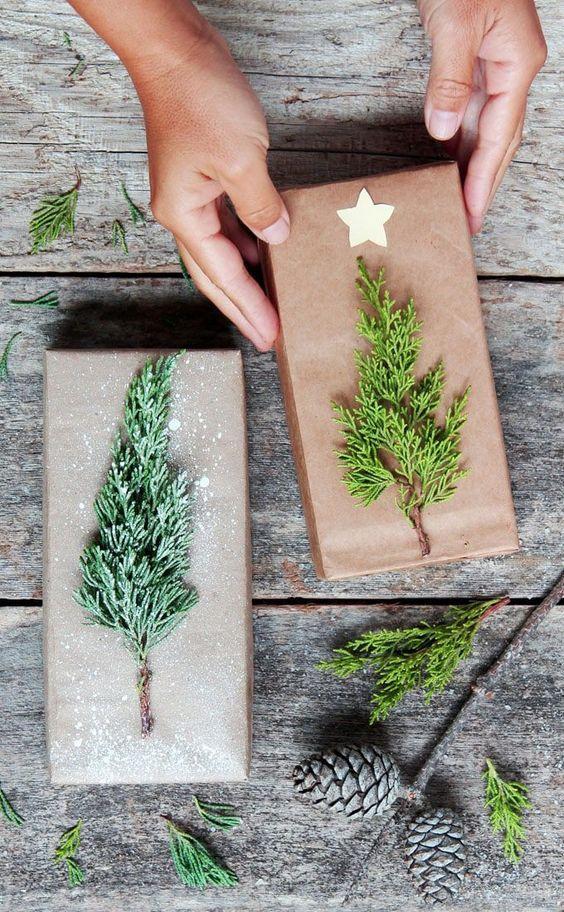 χριστουγεννιάτικη διακόσμηση: Ξύλινα διακοσμητικά με δεντράκια από αληθινά κλαριά δέντρων