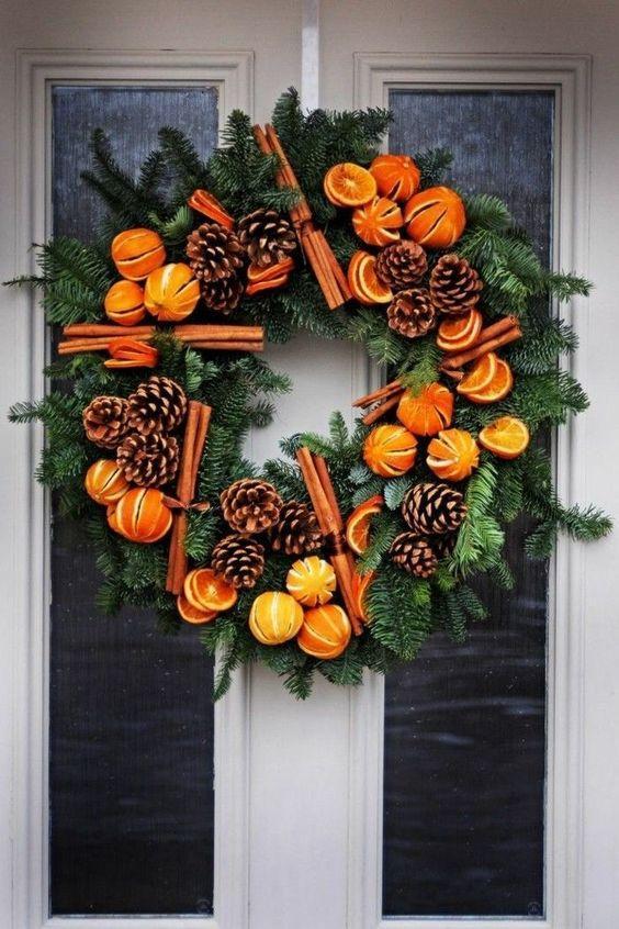 χριστουγεννιάτικη διακόσμηση: Φρούτα, κανέλα και κουκουνάρια για χριστουγεννιάτικα στολίδια