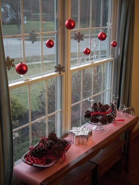 χριστουγεννιάτικη διακόσμηση: Κουκουνάρια μέσα σε πιατέλες