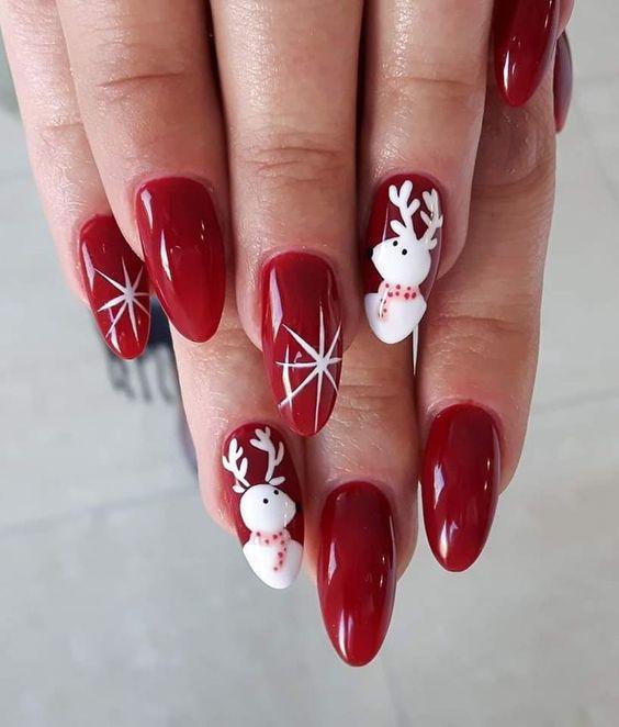 Χριστουγεννιάτικο μανικιούρ: Κόκκινο χρώμα με λευκούς ταράνδους και αστέρια