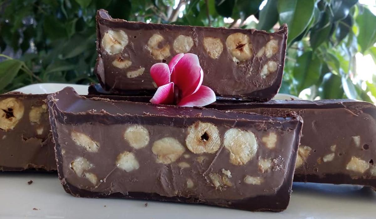 Υπέροχο γλυκό ψυγείου Torrone με σοκολάτα & φουντούκια