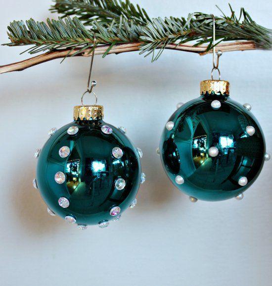 πράσινες γυάλινες χριστουγεννιάτικες μπάλες με πέρλες