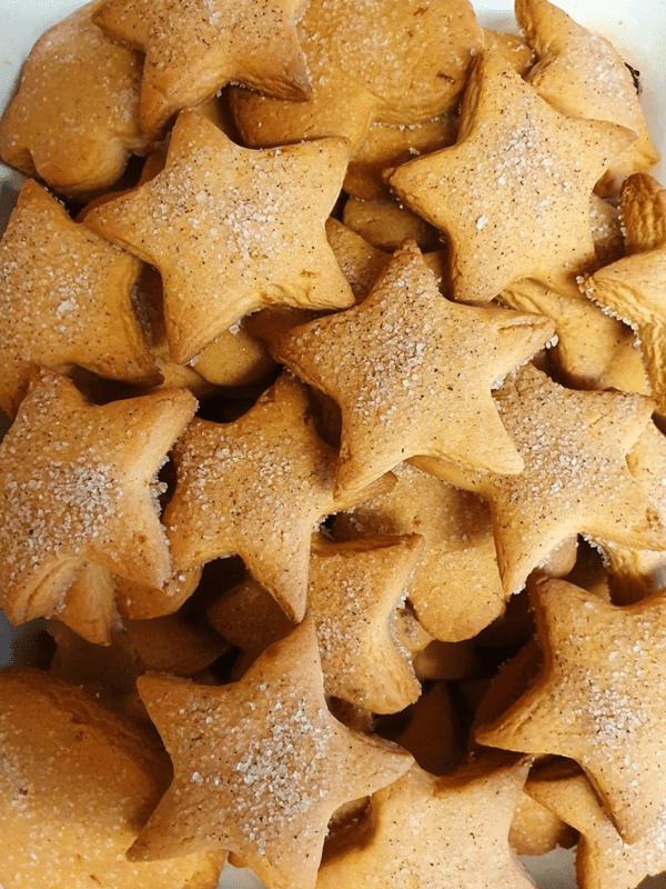 Χριστουγεννιάτικα μπισκότα χωρίς αυγά σε σχήμα αστέρι