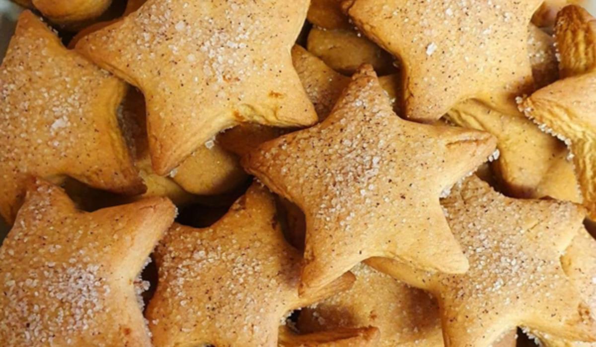 Τραγανά χριστουγεννιάτικα μπισκότα με σχήμα αστεριού χωρίς αυγά