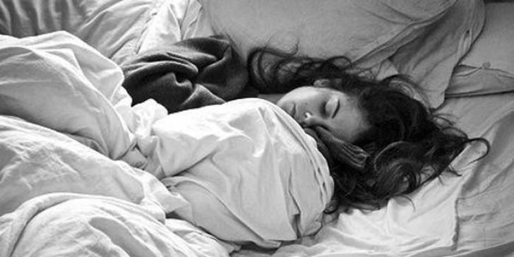 κοιμόμαστε για να ξεκουράσουμε το πρόσωπό μας
