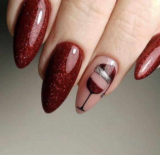 Κόκκινα νύχια με χριστουγεννιάτικα σχέδια