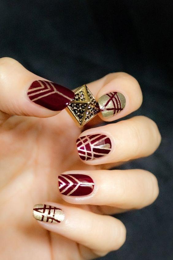 Κόκκινο και χρυσό χρώμα στα νύχια για τον Δεκέμβριο
