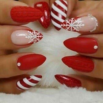 Κόκκινα χρώμα στα νύχια του Δεκεμβρίου με χριστουγεννιάτικα σχέδια