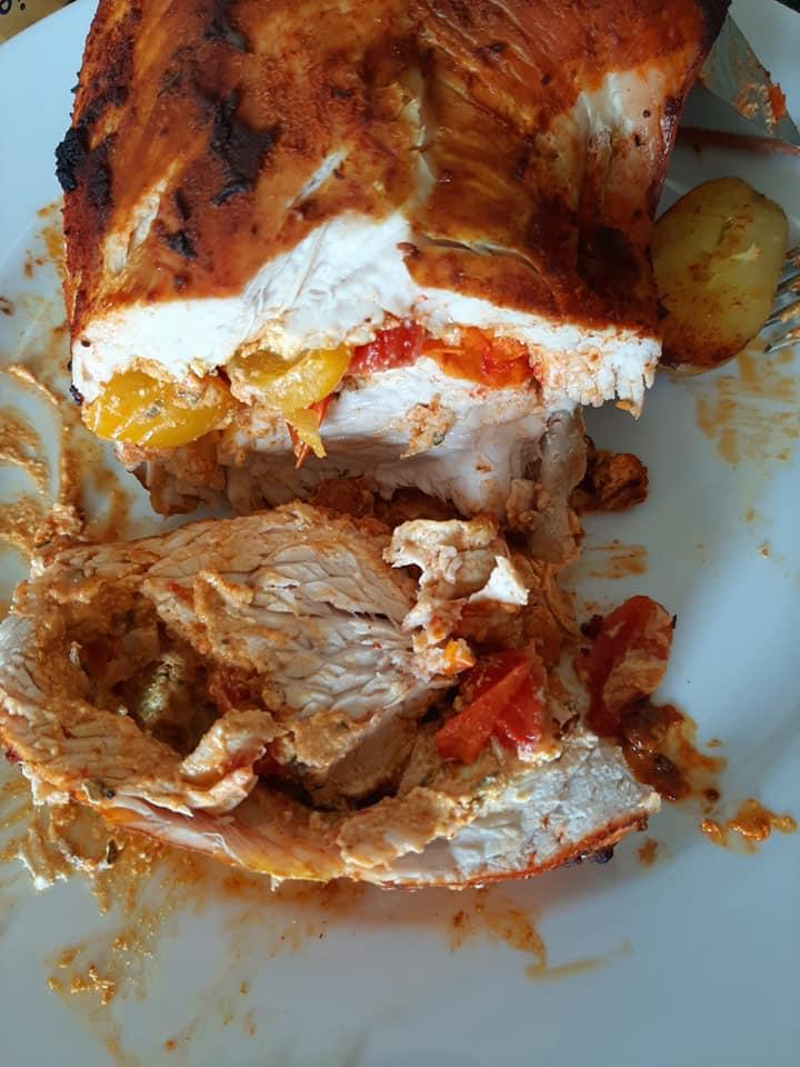 Φιλέτο γαλοπούλας γεμιστό με Φιλαδέλφεια και ντοματίνια συνταγή