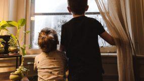 Οι σοβαρές επιπτώσεις της καραντίνας στην υγεία & την ψυχολογία των παιδιών – Γιατρός προειδοποιεί