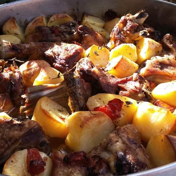 Aρνάκι μπογάνα: Συνταγή για παραδοσιακό αρνί στο φούρνο.