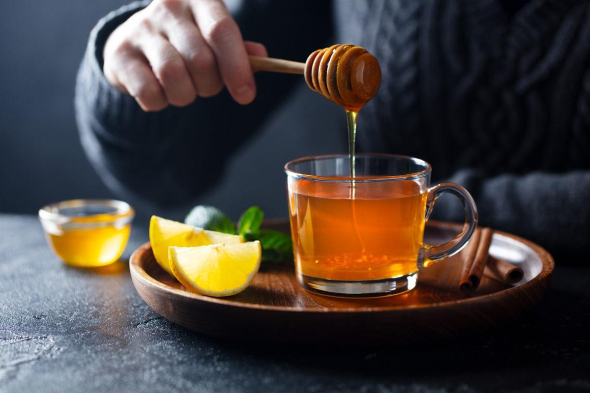 σπιτικό γιατροσόφι με μέλι για τον ξηρό βήχα