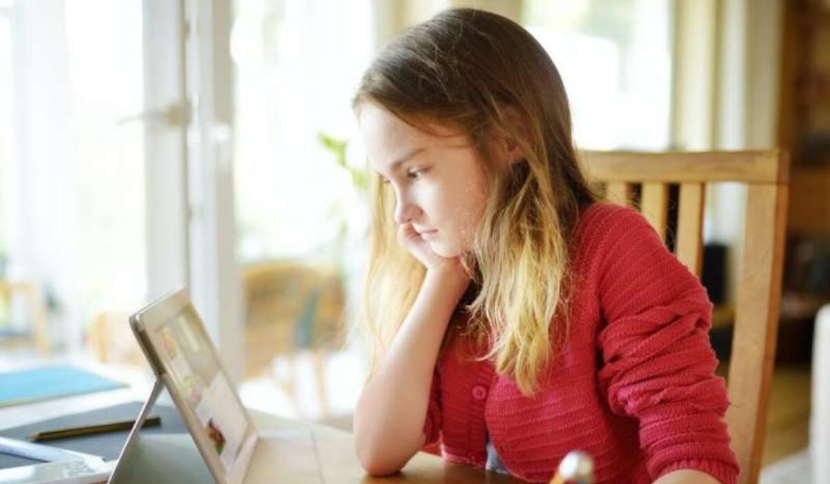 Η τηλεκπαίδευση δημιουργεί θλιμμένα παιδιά