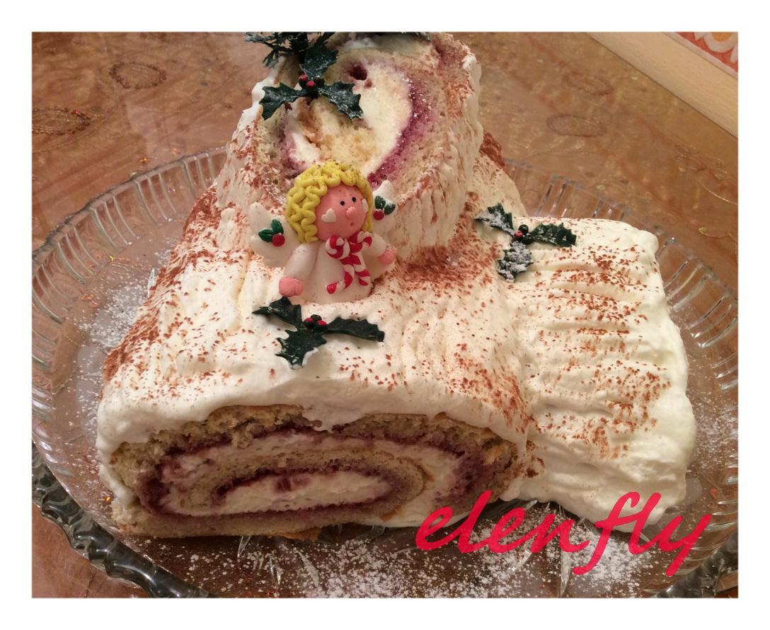 Χριστουγεννιάτικος κορμός με σαντιγί & μαρμελάδα βατόμουρου συνταγή