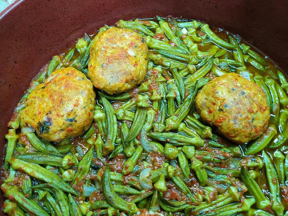 Μπιφτέκια κοτόπουλου μπάμιες στο ταψί συνταγή_