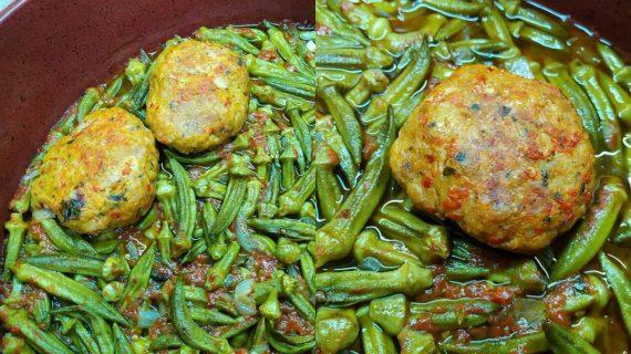 Μπιφτέκια κοτόπουλου με κοκκινιστές μπάμιες στον φούρνο
